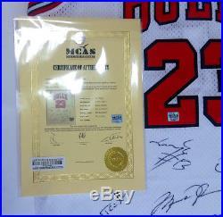Chicago Bulls Michael Jordan Team Signed jersey with COA Autographed NBA Legend
