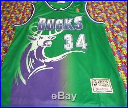 Signed Ray Allen with COA autographed Milwaukee Bucks Basketball Jersey