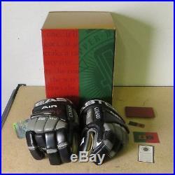 WAYNE GRETZKY Signed Hockey Glove NHL in Box with Upper Deck COA